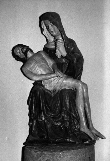 groupe sculpté : Vierge de Pitié, bois polychrome, 16e siècle, après restauration 1971