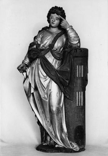 statue : Sainte Barbe, bois repeint et redoré, datée 1702