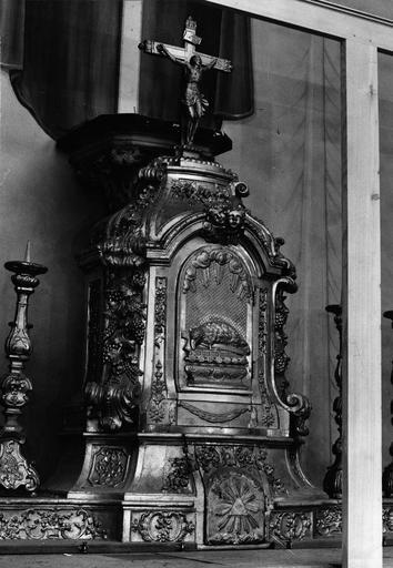 détail du tabernacle, bois peint et doré, 18e siècle
