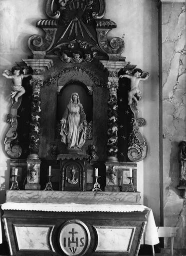 autel et retable latéral droit, bois sculpté et polychrome, statue : Vierge