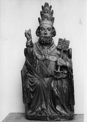 statue : Saint Pierre assis, bois polychrome, 16e siècle, avant restauration