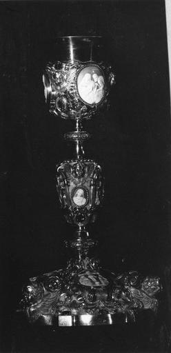 calice, argent doré, pierres, camées, 1845