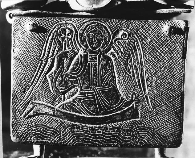 petit côté du coffret-reliquaire, cuivre doré, 12e siècle : figure d'ange