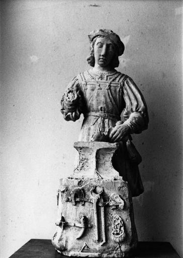 statue : Saint Eloi, avant restauration, pierre polychrome, 16e siècle