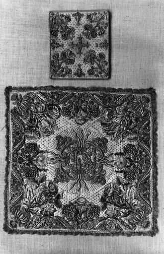 voile de calice et bourse, ottoman de soie, perles et or, 17e siècle