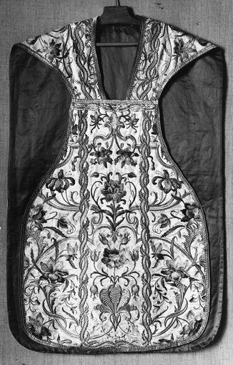 chasuble, soie, fils d'or et d'argent, 18e siècle