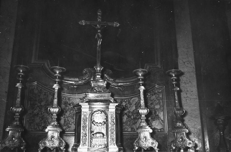 Garniture de l'autel du Saint-Suaire : croix d'autel et 6 chandeliers