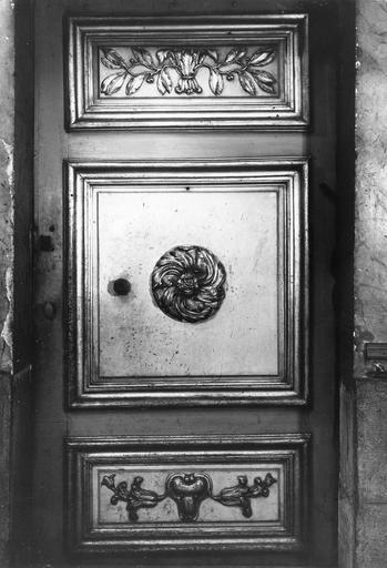porte de sacristie, bois sculpté, polychrome et doré, 18e siècle
