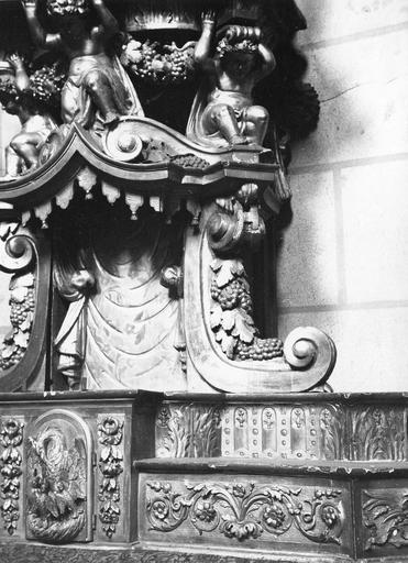 Autel secondaire, tabernacle, gradin d'autel, exposition