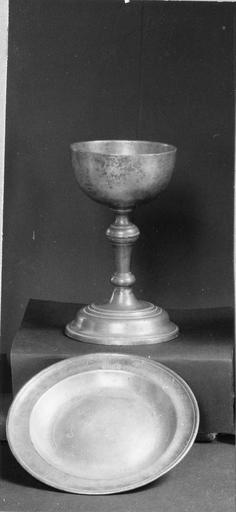 coupe de communion, étain, 18e siècle et plat de communion, étain, 18e siècle