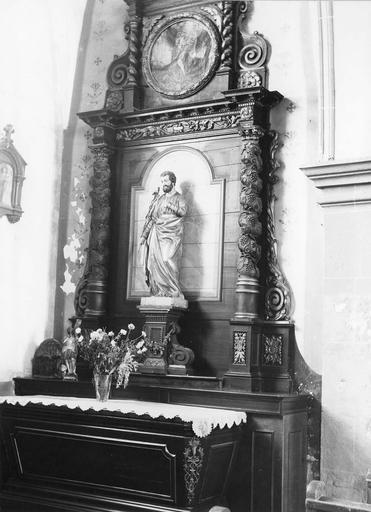 autel et retable latéral gauche