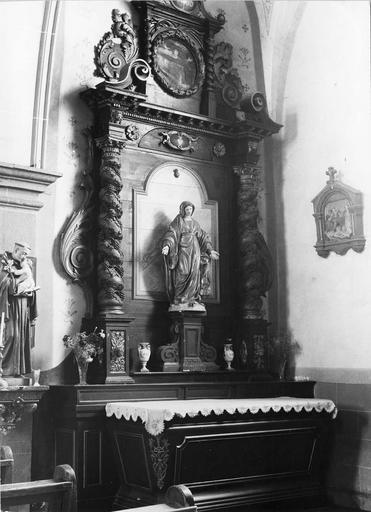 autel et retable latéral droit
