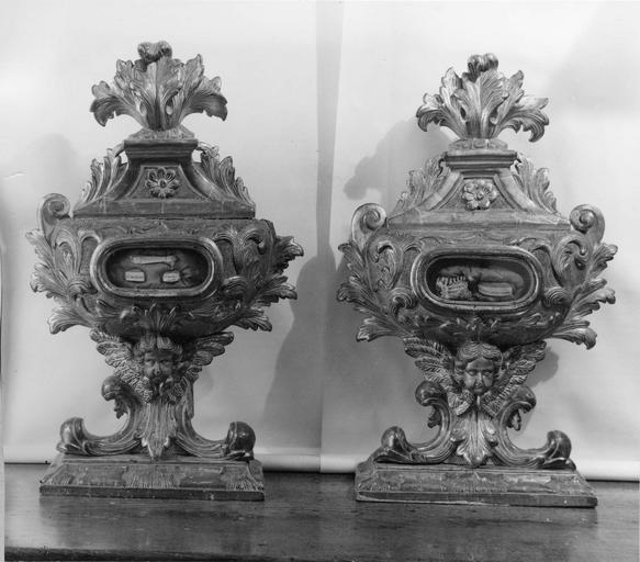 deux reliquaires, bois sculpté et doré, 18e siècle