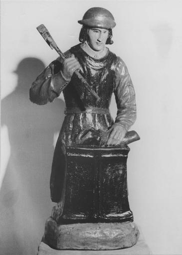 statue : Saint Eloi, bois polychrome, 17e siècle, après restauration