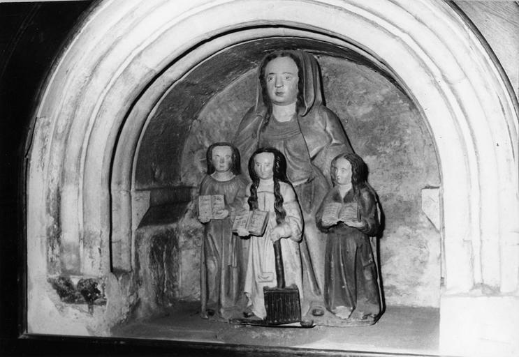 groupe sculpté : Sainte Sophie et ses trois filles, pierre polychrome, 16e siècle