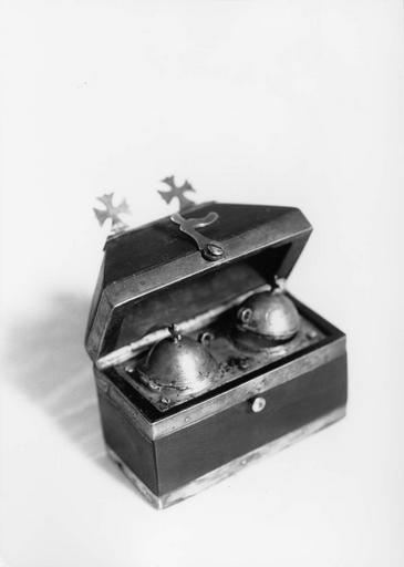 coffret aux saintes huiles, étain, bois d'ébène, 18e siècle