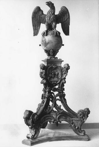 lutrin, bois sculpté, 18e siècle, après restauration