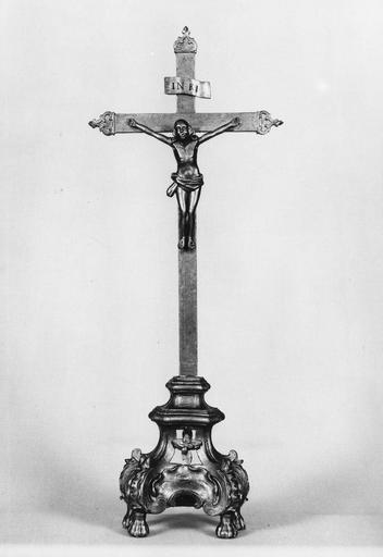 croix d'autel, bois doré sur assiette, 18e sièce