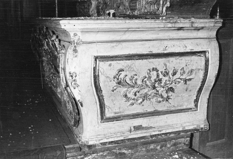 détail du maître-autel (côté)