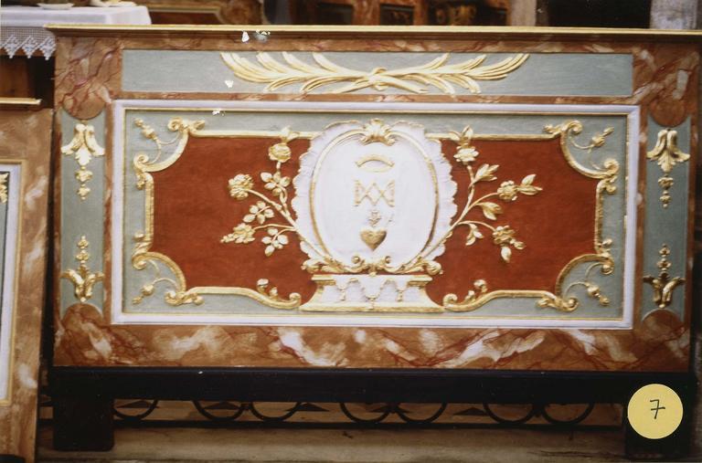 retable de la Vierge, détail de chapiteaux en cours de restauration
