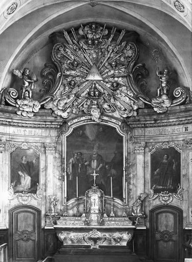 maître-autel, tabernacle, gradins, sculpture (gloire), 2 statues : Anges adorateurs, retable, 3 tableaux : Le Martyre de saint Théodule, Saint Etienne, Saint Laurent