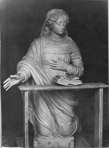 statue de la Vierge du groupe de L'Annonciation, bois polychrome, 17e siècle