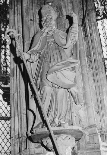 statue : saint Evêque, bois polychrome, 17e siècle