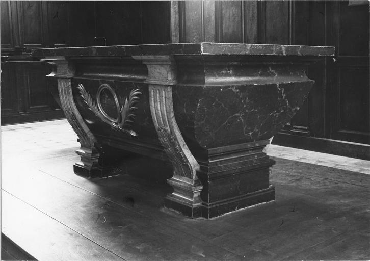 autel, bois sculpté, peint et doré, 19e siècle