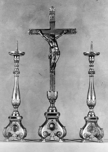 croix d'autel et deux chandeliers, début 19e siècle