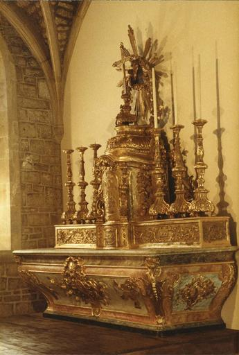 autel, tabernacle et chandeliers, après restauration