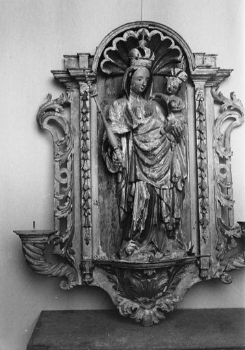 statue : Vierge à l'Enfant, niche, 2 statuettes : Angelots