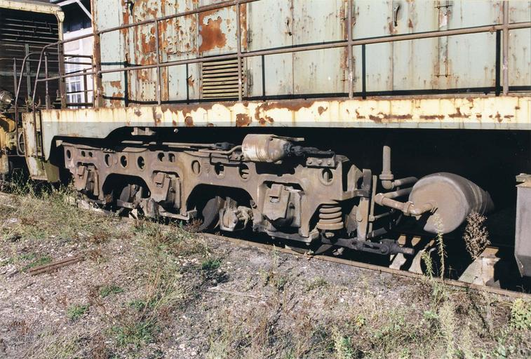 locomotive à voie normale A1A A1A 62001, n° d'immatriculation d'origine 040DA1, vue du bogie à Gray, octobre 1999