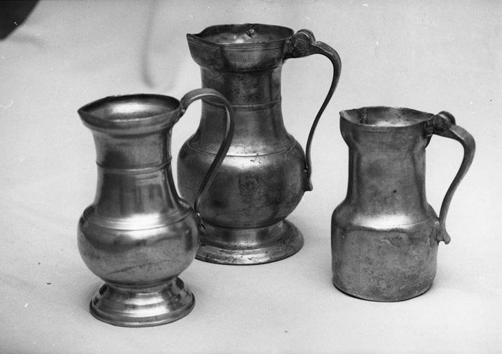 trois pichets, étain, 18e siècle