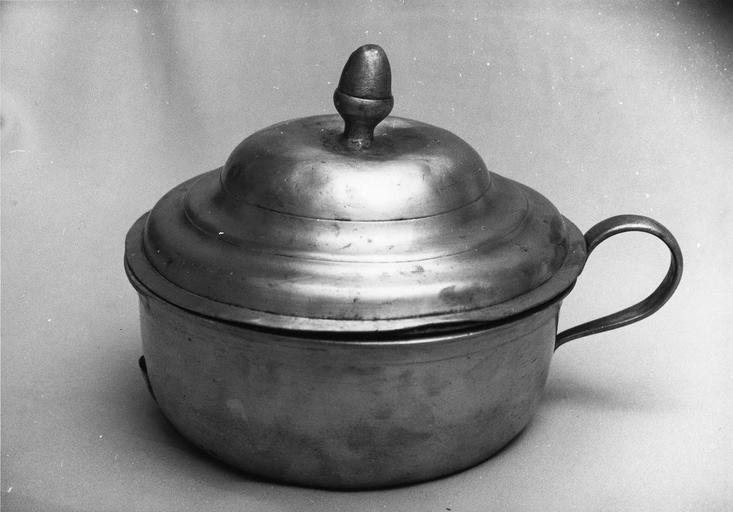 casserole à anse et couvercle, 18e siècle, étain