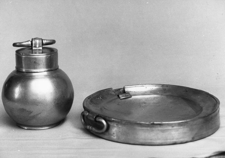 assiette chauffante, pot à pharmacie, étain, 18e siècle