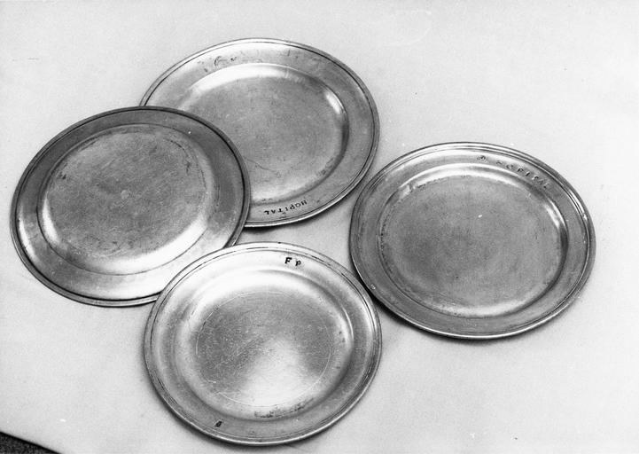 4 assiettes, étain, 18e siècle