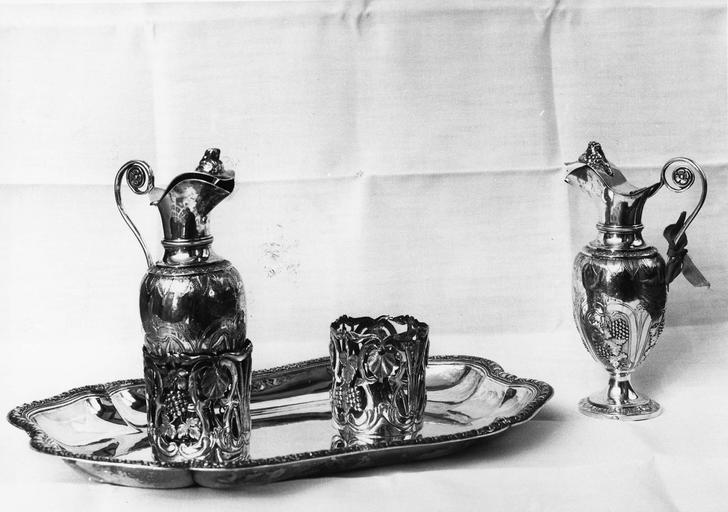 paire de burettes et plateau en argent, 18e siècle