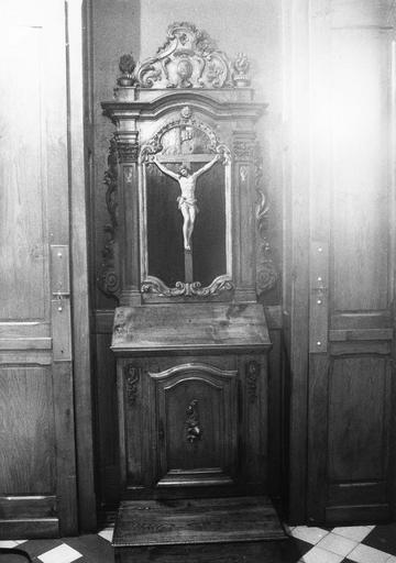 prie-Dieu, statue : Christ