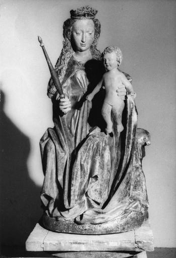 statue : La Vierge à l'Enfant, bois polychromé et doré, 15e siècle, après restauration, volée le 13 octobre 1989
