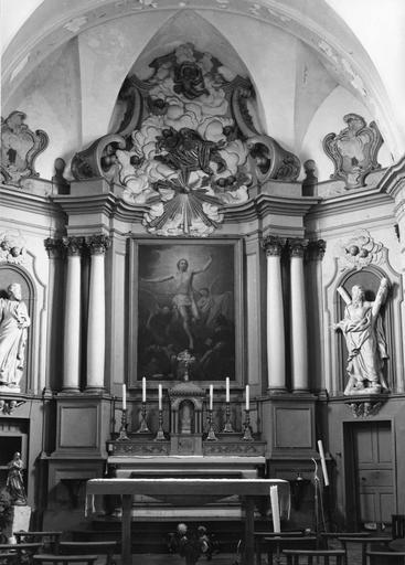maître-autel, gradins, tabernacle, retable, tableau : La Résurrection, 2 statues : Saint Paul, Saint André