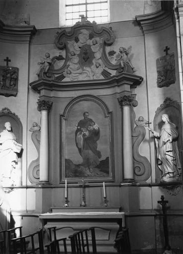 autel secondaire, gradins, retable, tableau : Saint Joseph portant l'Enfant Jésus, 2 statues : Sainte Thérèse d'Avila, Saint Dominique ?