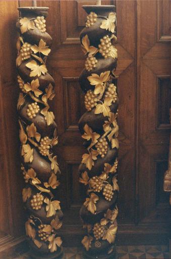 colonnes torses à décor végétal (vigne) provenant du retable du bas-côté nord, en cours de restauration