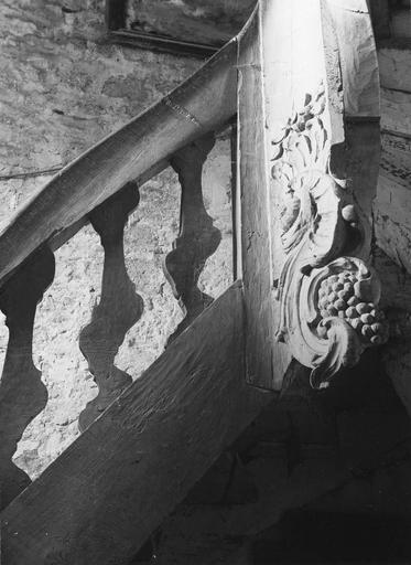 rampe d'appui de l'escalier du clocher, bois sculpté et chantourné, 18e siècle