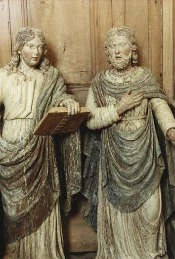 statue du retable, saint avec un livre et saint la main droite sur la poitrine