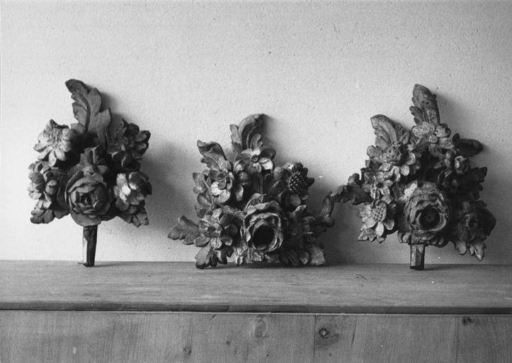 Fragment du décor végétal, déposés, en cours de restauration