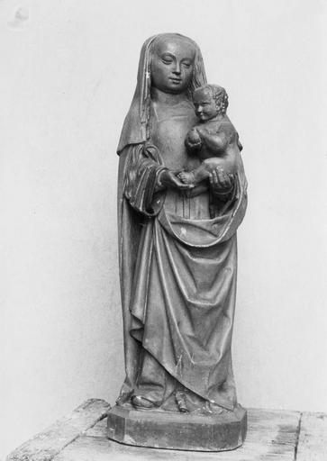 statuette : Vierge à l'Enfant, pierre, 15e siècle, avant restauration