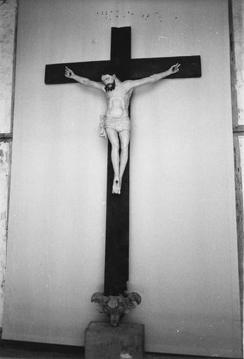 statue : Christ en croix, 18e siècle