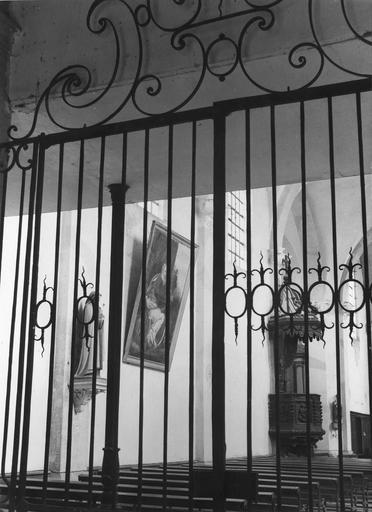 grille d'entrée entre la nef et le porche, fer forgé, 18e siècle