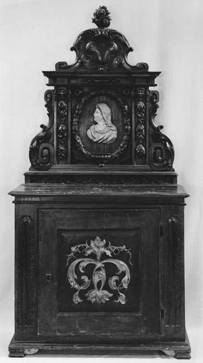 meuble de sacristie (bahut), bois peint et doré, fin 17e siècle