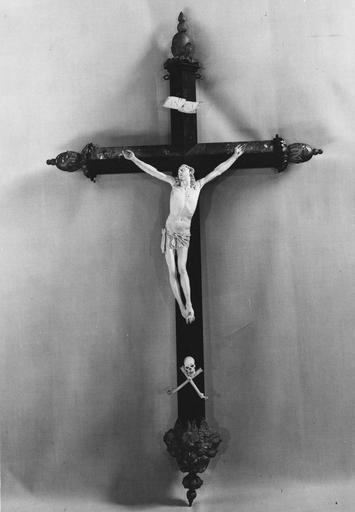 statuette (crucifix)  : Christ en croix, ivoire, bois peint et doré, 18e siècle